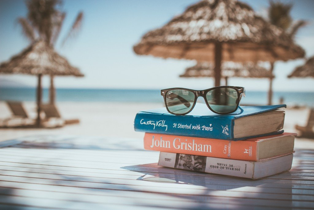 Books on a beach - living like a lifestyle entrepreneur